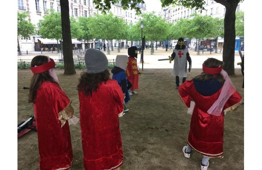Private Tour: Medieval Paris costumed tour for children