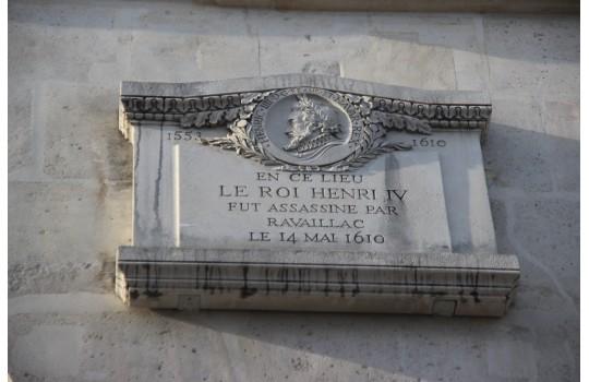 Private tour: Unique walking tour through Paris' criminal past
