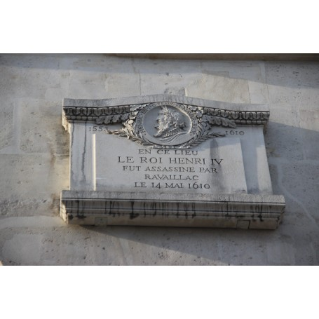 Private tour: Unique walking tour through Paris' criminal past